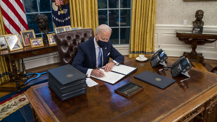 Joe Biden vannoi virkavalansa