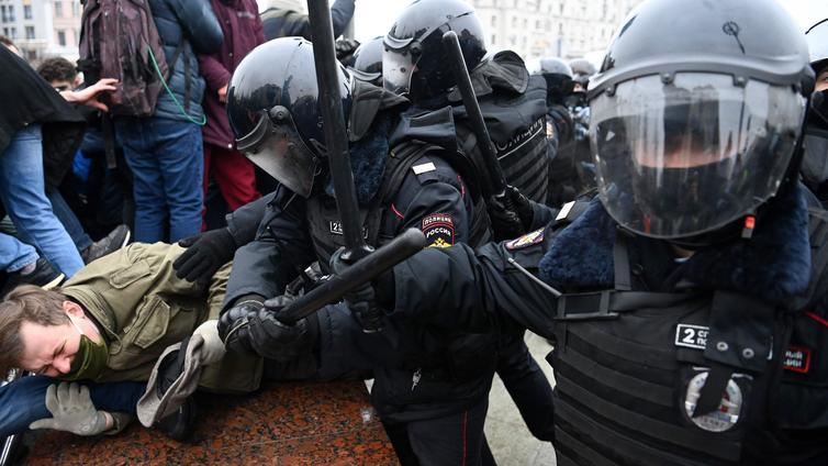 Yli 3 000 ihmistä pidätettiin Venäjällä Navalnyin tukimielenosoituksissa