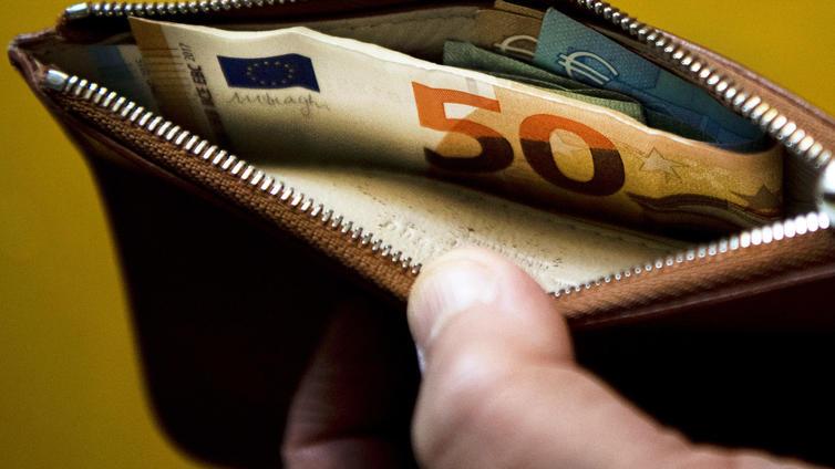 Mitä parempi palkka, sitä haluttomampia siitä ollaan kertomaan muille
