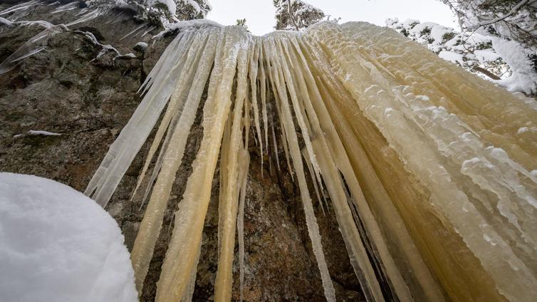 Luonnosta löytyy nyt näyttäviä jääputouksia
