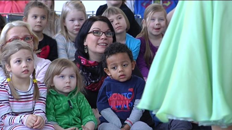 Kansallisooppera haluaa koukuttaa nuoren yleisön lasten Taikahuilulla