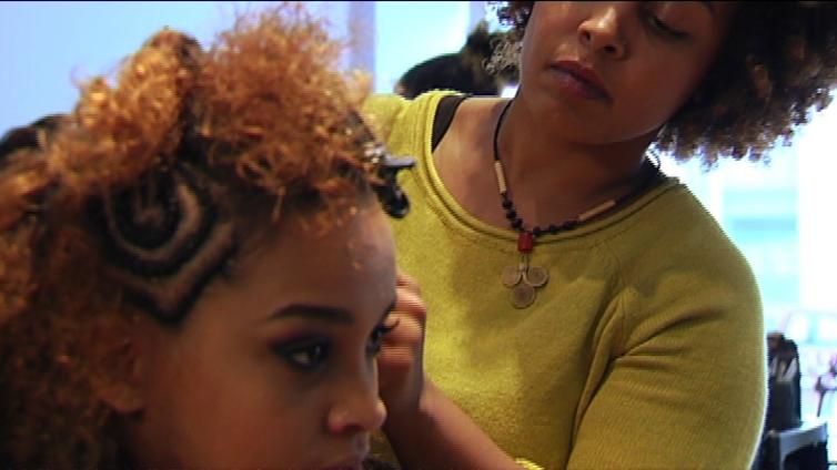 Afrikkalaiseen hiusmuotiin mahtuu peruukkeja ja Beyonce-tyyliä