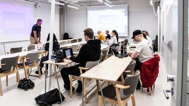 Kielitaidon heikkeneminen syö Suomen kilpailukykyä