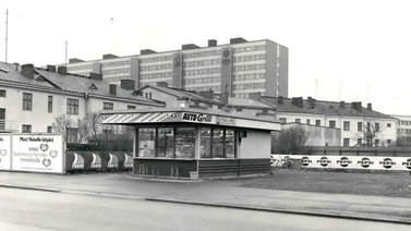 Suomen ensimmäinen drive in -grilli avattiin Porissa 1967