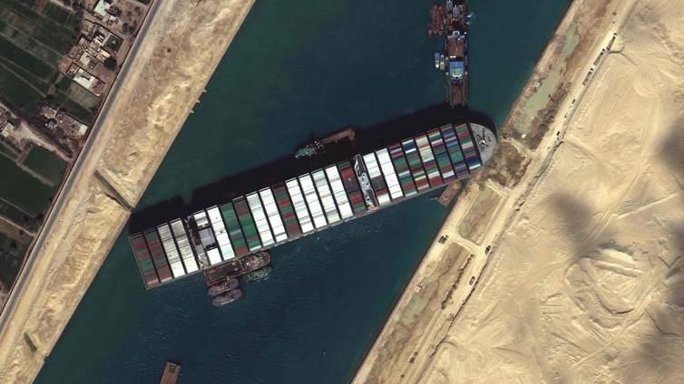 Konttialus tukki Suezin kanavan lähes viikoksi