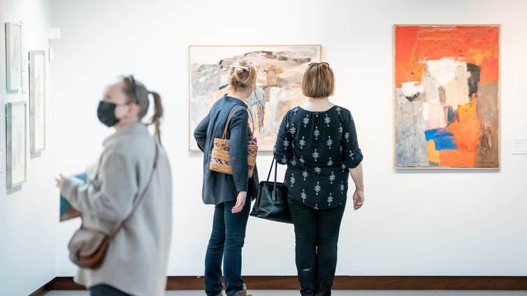 Museot avaamassa oviaan toukokuussa