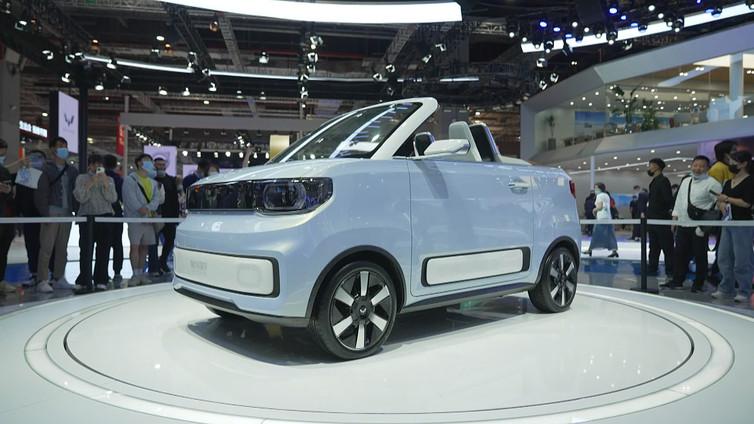Maailman halvin sähköauto Shanghain automessujen vetonaula