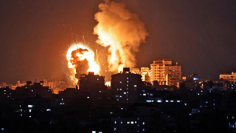 Israelin ja Gazaa hallitsevan Hamas-järjestön välillä kiivaita taisteluita