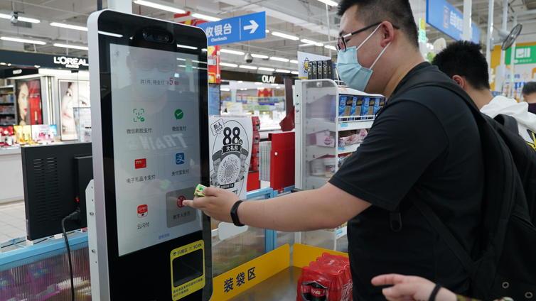 Kiina kokeilee setelit korvaavaa digivaluuttaa – viranomaiset voivat valvoa kansan rahan käyttöä