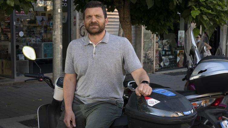 Yhä useampi liikkuu Rooman ruuhkissa vuokrattavilla skoottereilla ja pyörillä