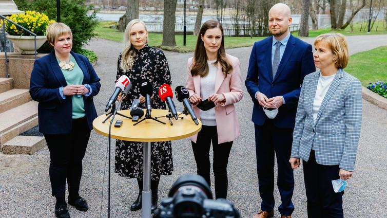Hallituksen uusi koronastrategia tähtää Suomen avautumiseen pian