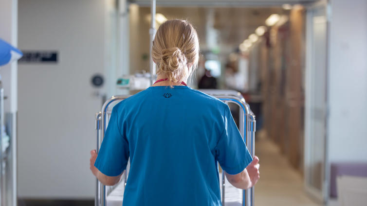 Suomea uhkaa hoitajapula, mutta hoitotyö ei kiinnosta opiskelijoita