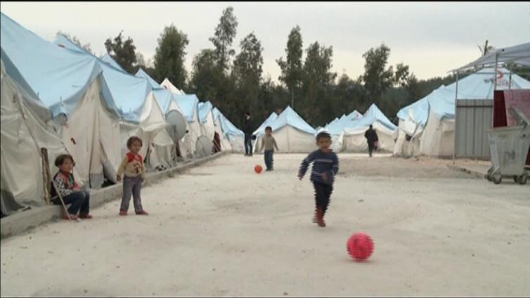 Turkki helpottaa pakolaisten työntekoa - EU kiittää