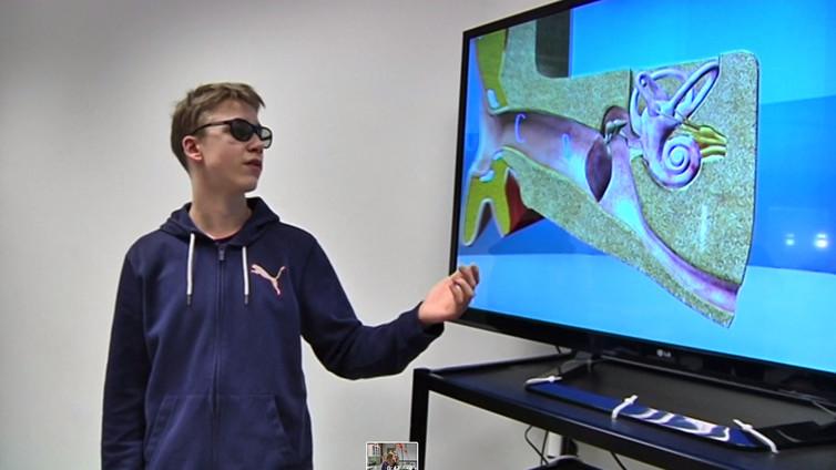 Löytöretki korvakäytävään oppitunnilla – amerikkalainen tv-jätti kävi tutustumassa suomalaiseen 3D-opetukseen