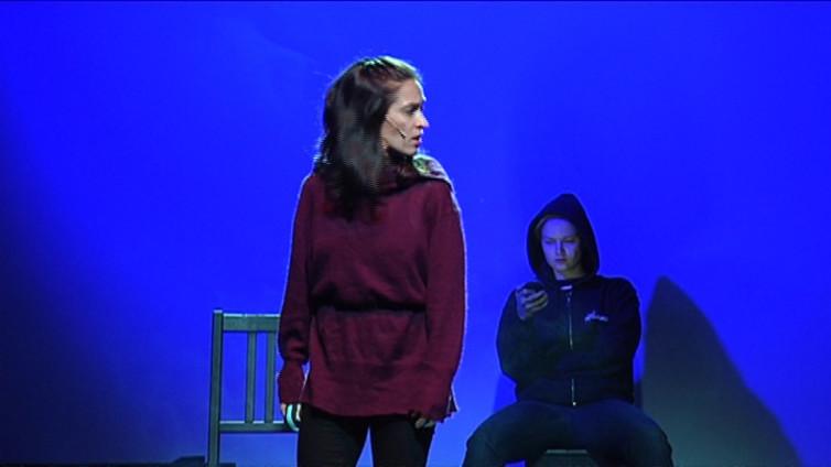 Lintukoto-musikaalissa saavat äänen turvapaikanhakijat ja katupartiot