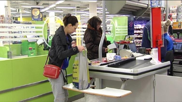 Suomalainen käyttää 55 muovikassia vuodessa - se on yhä määräyksiä enemmän
