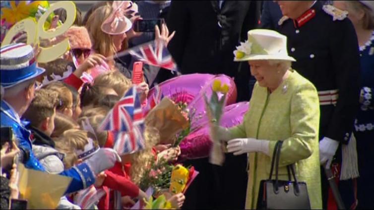 90-vuotias kuningatar on yhä pirteyden perikuva