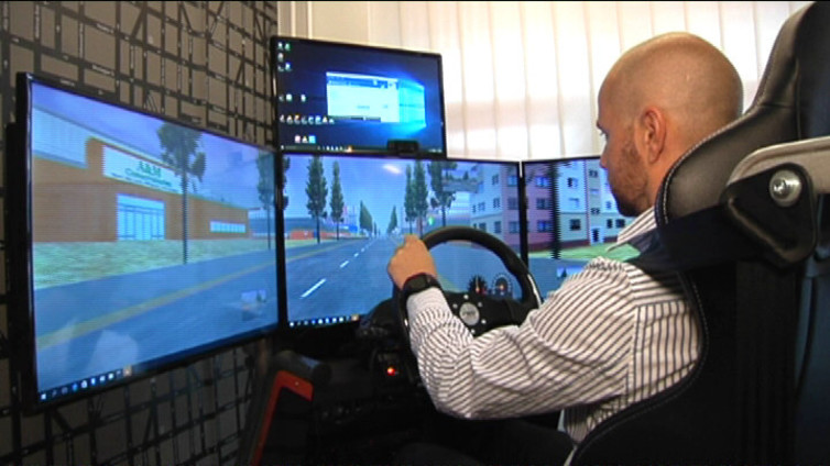 Autokoulun ajo-opetus siirtymässä simulaattoreihin