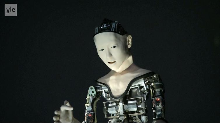 Alter-robotti reagoi ympäristöön ihmisen tavoin