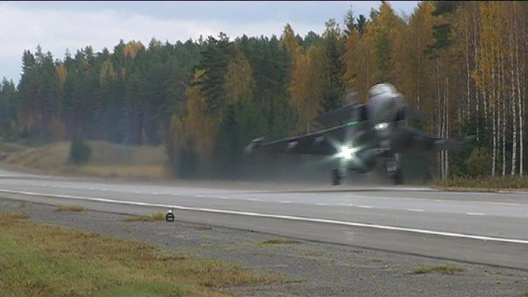 Suomalaiset ja ruotsalaiset hävittäjät harjoittelivat Heinolan yllä