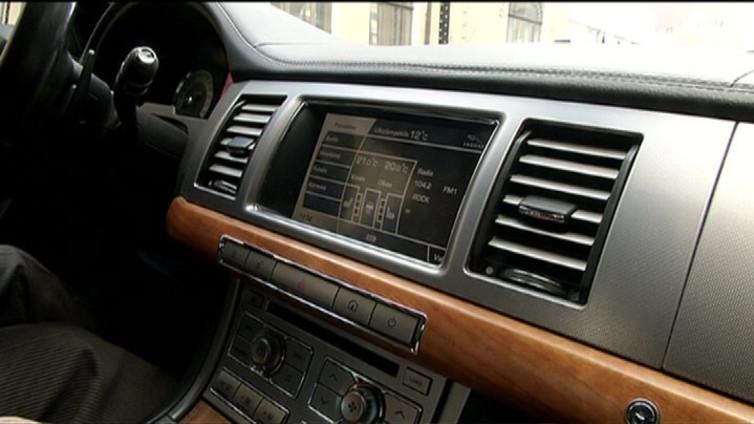 Autot kytkeytyvät nettiin – suomalaista digiosaamista Audien kojenäytöissä