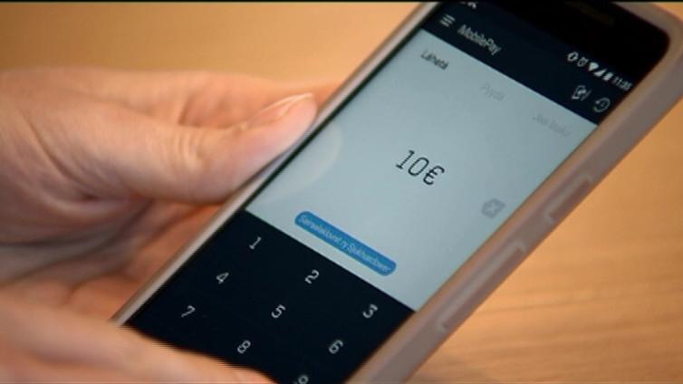 Kännykkä korvaamassa pankkikortin maksuvälineenä