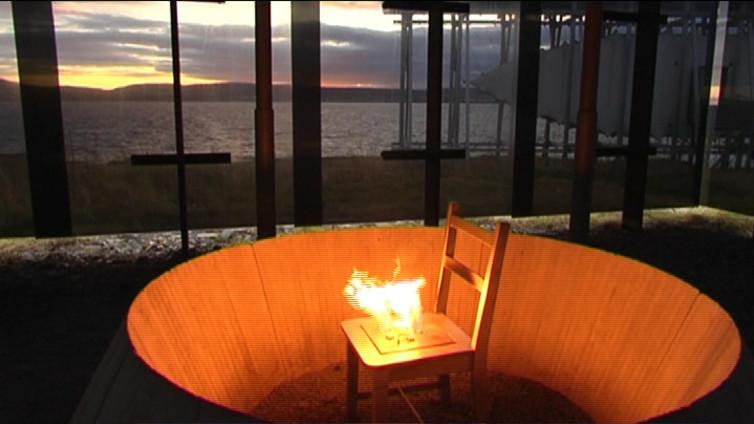 Ikuinen tuli palaa Jäämeren rannalla noituudesta poltettujen muistoksi